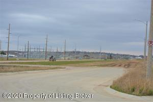 L4B5 Commons Parkway, Watford City, ND 58845
