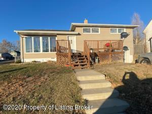 301 4th Avenue NE, Belfield, ND 58622