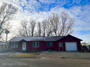 736 1st Avenue E, New England, ND 58636