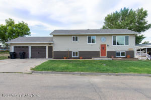 108 6th Avenue NW, Watford City, ND 58854