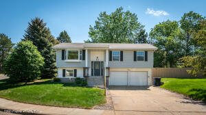 533 7th Avenue SW, Dickinson, ND 58601