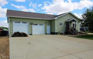 571 2nd Avenue SW, Dickinson, ND 58601