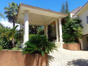 Casa En Ventaen Santo Domingo, Altos De Arroyo Hondo, Republica Dominicana, DO RAH: 17-227