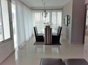 Apartamento En Alquileren Distrito Nacional, El Vergel, Republica Dominicana, DO RAH: 17-1119
