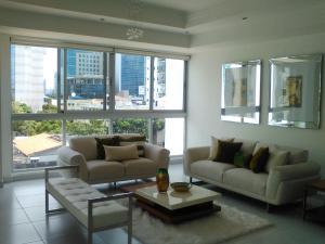 Apartamento En Ventaen Santo Domingo, Evaristo Morales, Republica Dominicana, DO RAH: 17-1217