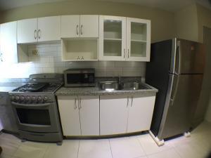 Apartamento En Alquileren Distrito Nacional, El Vergel, Republica Dominicana, DO RAH: 18-2
