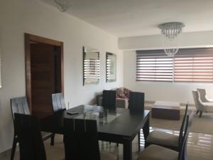 Apartamento En Alquileren Santo Domingo, Serralles, Republica Dominicana, DO RAH: 18-259