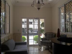 Apartamento En Ventaen Distrito Nacional, Bella Vista, Republica Dominicana, DO RAH: 18-288