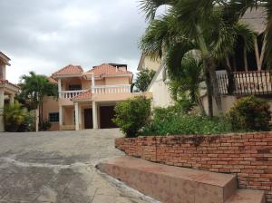 Casa En Ventaen Santo Domingo, Altos De Arroyo Hondo, Republica Dominicana, DO RAH: 18-334