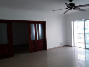 Apartamento En Ventaen Santo Domingo, Evaristo Morales, Republica Dominicana, DO RAH: 18-416