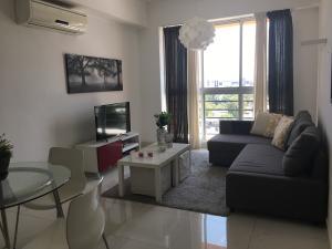 Apartamento En Alquileren Santo Domingo, Serralles, Republica Dominicana, DO RAH: 18-439