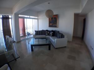 Apartamento En Alquileren Santo Domingo Dtto Nacional, Renacimiento, Republica Dominicana, DO RAH: 18-610