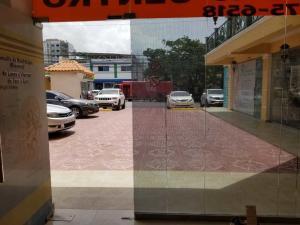 Local Comercial En Alquileren Santo Domingo Dtto Nacional, Los Prados, Republica Dominicana, DO RAH: 18-809