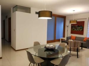 Apartamento En Alquileren Santo Domingo Dtto Nacional, Evaristo Morales, Republica Dominicana, DO RAH: 18-823