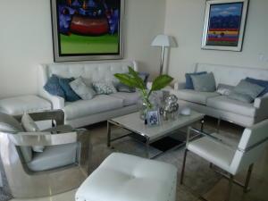 Apartamento En Alquileren Santo Domingo Dtto Nacional, Los Cacicazgos, Republica Dominicana, DO RAH: 18-953