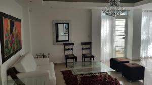 Apartamento En Alquileren Santo Domingo Dtto Nacional, Evaristo Morales, Republica Dominicana, DO RAH: 18-1005