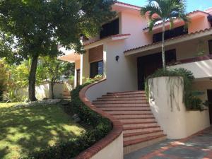 Casa En Ventaen Distrito Nacional, Altos De Arroyo Hondo, Republica Dominicana, DO RAH: 18-1239