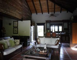 Casa En Ventaen Santo Domingo Oeste, Altagracia, Republica Dominicana, DO RAH: 19-4