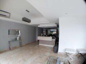 Apartamento En Alquileren Distrito Nacional, Evaristo Morales, Republica Dominicana, DO RAH: 19-194