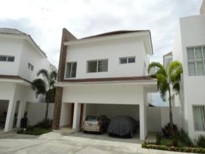 Casa En Alquileren Distrito Nacional, Cuesta Hermosa Ii, Republica Dominicana, DO RAH: 19-283