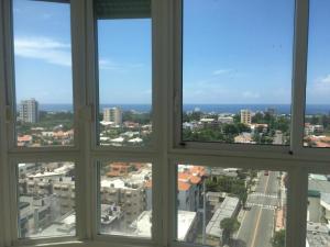 Apartamento En Alquileren Distrito Nacional, Bella Vista, Republica Dominicana, DO RAH: 19-572