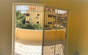 Apartamento En Alquileren Santo Domingo Norte, Cd Modelo Mirador Norte, Republica Dominicana, DO RAH: 19-807