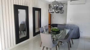 Apartamento En Alquileren Distrito Nacional, Piantini, Republica Dominicana, DO RAH: 19-922