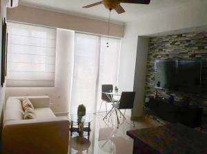Apartamento En Alquileren Distrito Nacional, Piantini, Republica Dominicana, DO RAH: 19-1063