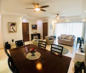 Apartamento En Alquileren Distrito Nacional, Piantini, Republica Dominicana, DO RAH: 19-1093