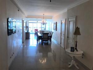 Apartamento En Ventaen Distrito Nacional, Bella Vista, Republica Dominicana, DO RAH: 19-1131