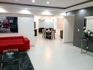Apartamento En Alquileren Distrito Nacional, Evaristo Morales, Republica Dominicana, DO RAH: 20-361