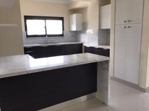 Apartamento En Alquileren Distrito Nacional, El Vergel, Republica Dominicana, DO RAH: 20-485