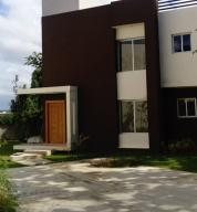 Townhouse En Ventaen Distrito Nacional, Cuesta Hermosa, Republica Dominicana, DO RAH: 20-1083