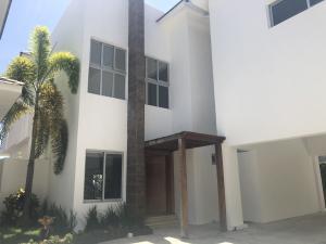 Casa En Ventaen Distrito Nacional, Arroyo Hondo, Republica Dominicana, DO RAH: 20-1133