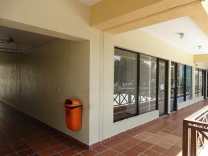Local Comercial En Alquileren Distrito Nacional, La Julia, Republica Dominicana, DO RAH: 20-1144