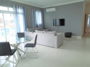 Apartamento En Alquileren Distrito Nacional, Evaristo Morales, Republica Dominicana, DO RAH: 20-1145