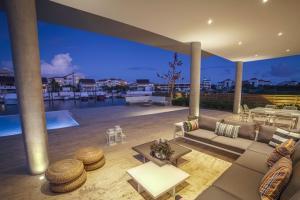 Casa En Ventaen Punta Cana, Cap Cana, Republica Dominicana, DO RAH: 20-1240