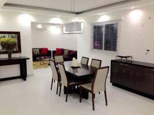 Apartamento En Alquileren Distrito Nacional, Evaristo Morales, Republica Dominicana, DO RAH: 20-1247