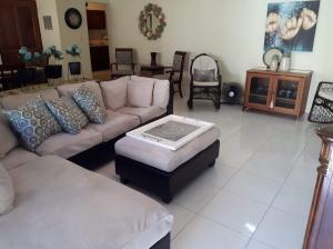 Apartamento En Alquileren Distrito Nacional, Evaristo Morales, Republica Dominicana, DO RAH: 20-1262
