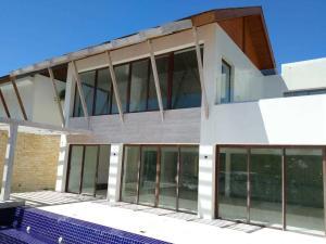 Casa En Ventaen Punta Cana, Cap Cana, Republica Dominicana, DO RAH: 20-1355