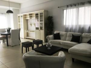 Apartamento En Alquileren Distrito Nacional, Serralles, Republica Dominicana, DO RAH: 20-1471