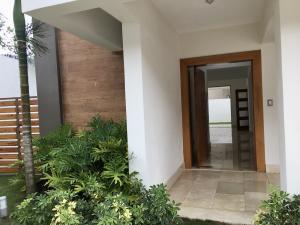 Casa En Ventaen Distrito Nacional, Cuesta Hermosa, Republica Dominicana, DO RAH: 20-1590