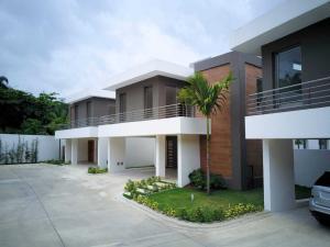 Casa En Ventaen Distrito Nacional, Cuesta Hermosa, Republica Dominicana, DO RAH: 20-1591