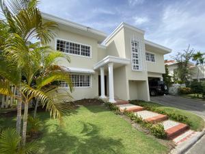 Casa En Alquileren Distrito Nacional, Viejo Arroyo Hondo, Republica Dominicana, DO RAH: 20-1739