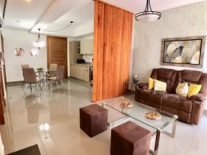 Apartamento En Alquileren Distrito Nacional, Evaristo Morales, Republica Dominicana, DO RAH: 21-114
