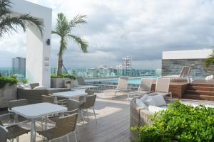 Apartamento En Ventaen Distrito Nacional, Piantini, Republica Dominicana, DO RAH: 21-187