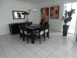 Apartamento En Alquileren Distrito Nacional, Evaristo Morales, Republica Dominicana, DO RAH: 21-272