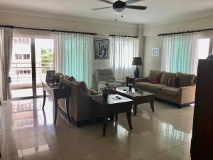 Apartamento En Alquileren Distrito Nacional, Serralles, Republica Dominicana, DO RAH: 21-399
