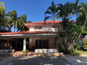 Casa En Alquileren Juan Dolio, Juan Dolio, Republica Dominicana, DO RAH: 21-484