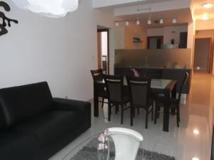 Apartamento En Alquileren Distrito Nacional, Serralles, Republica Dominicana, DO RAH: 21-531